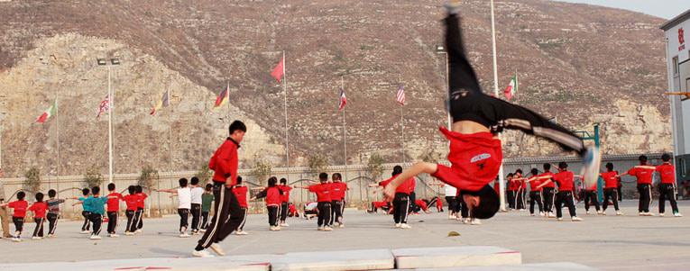 Wushu acrobatics training - Aerial (cartwheel without using hands)